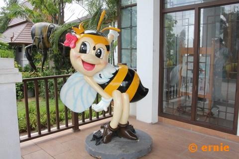 55-big-bee-02.jpg