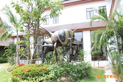 55-big-bee-21.jpg