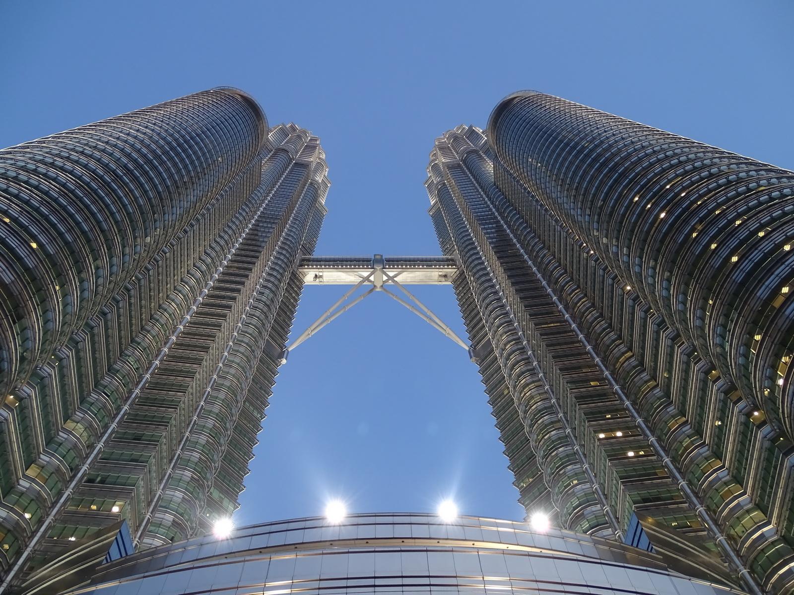 06 Twin Towers 04