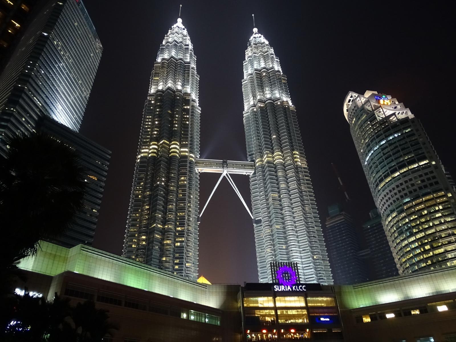 06 Twin Towers 18