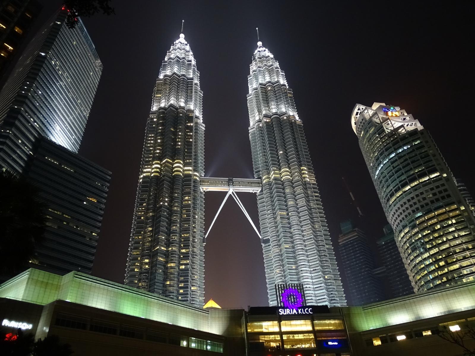 06 Twin Towers 21