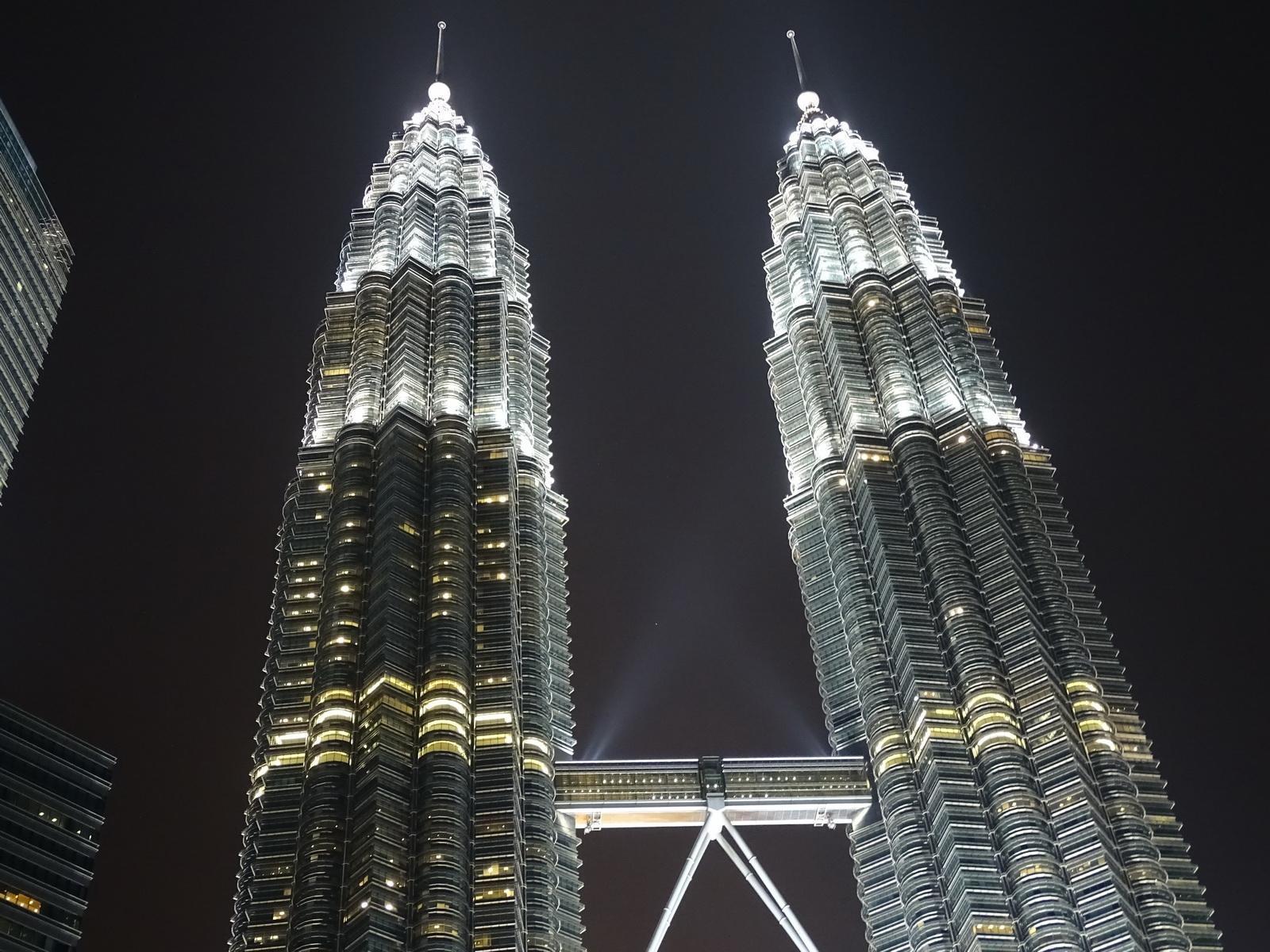 06 Twin Towers 22