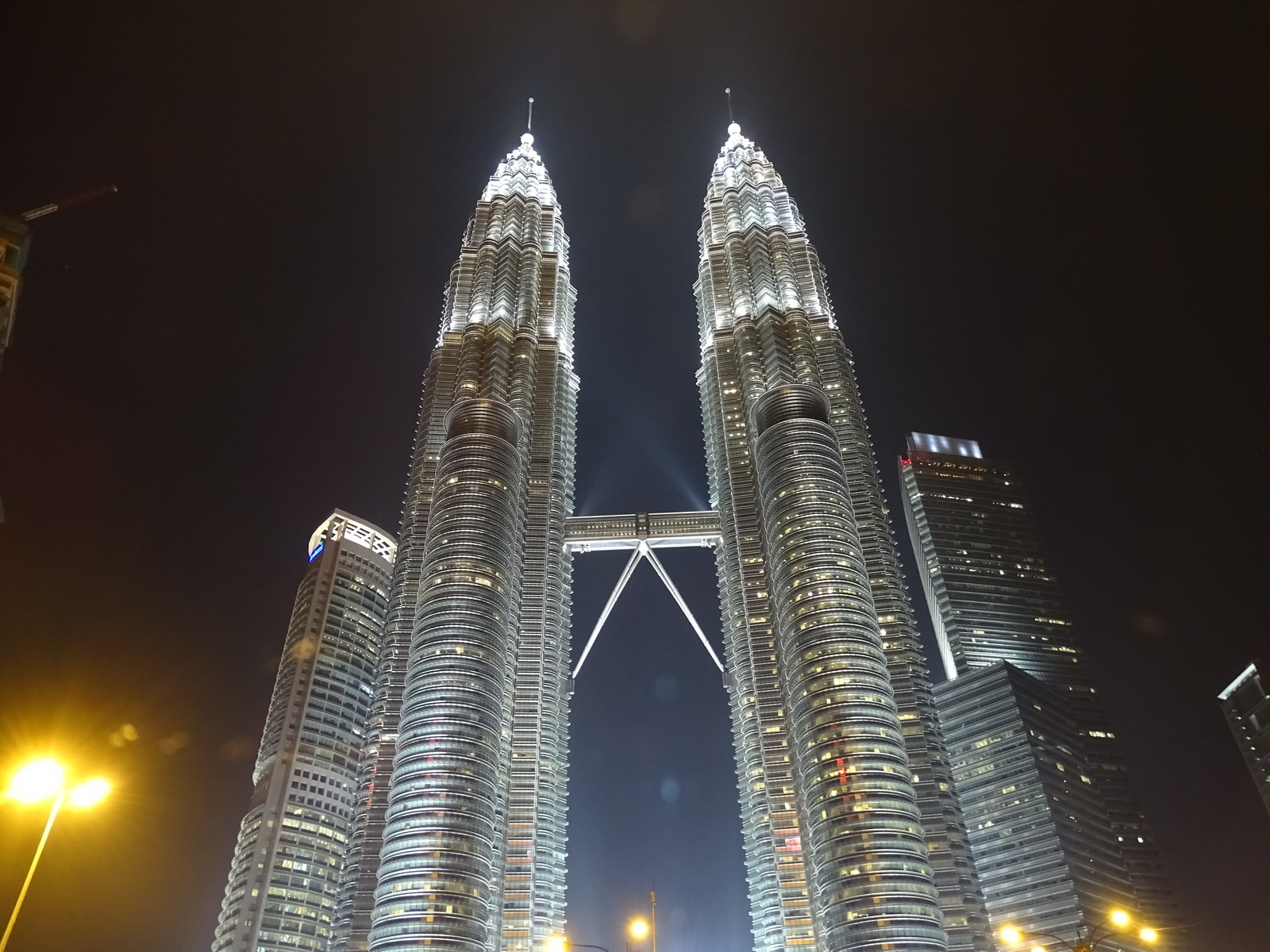 06 Twin Towers 26