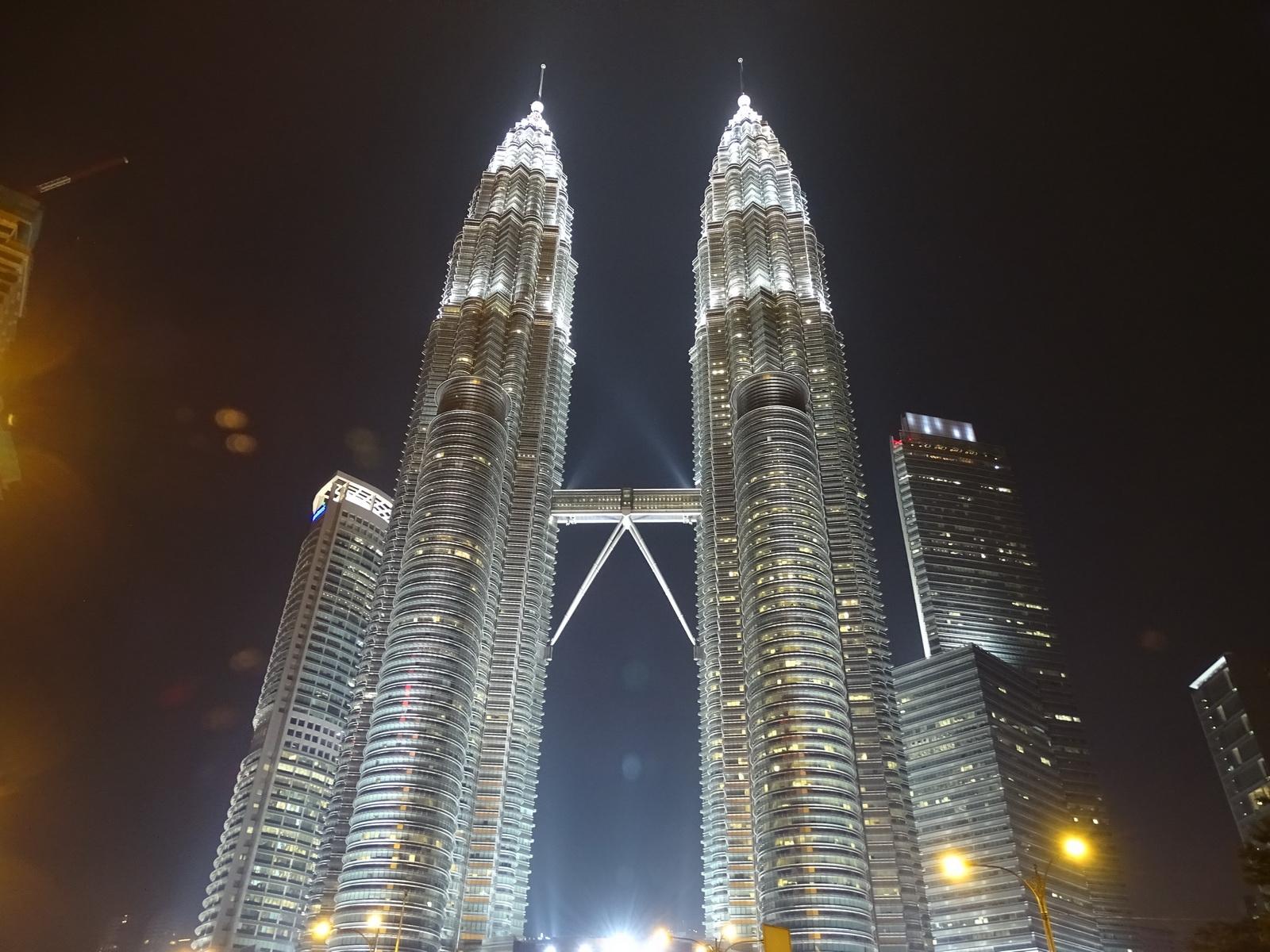 06 Twin Towers 30
