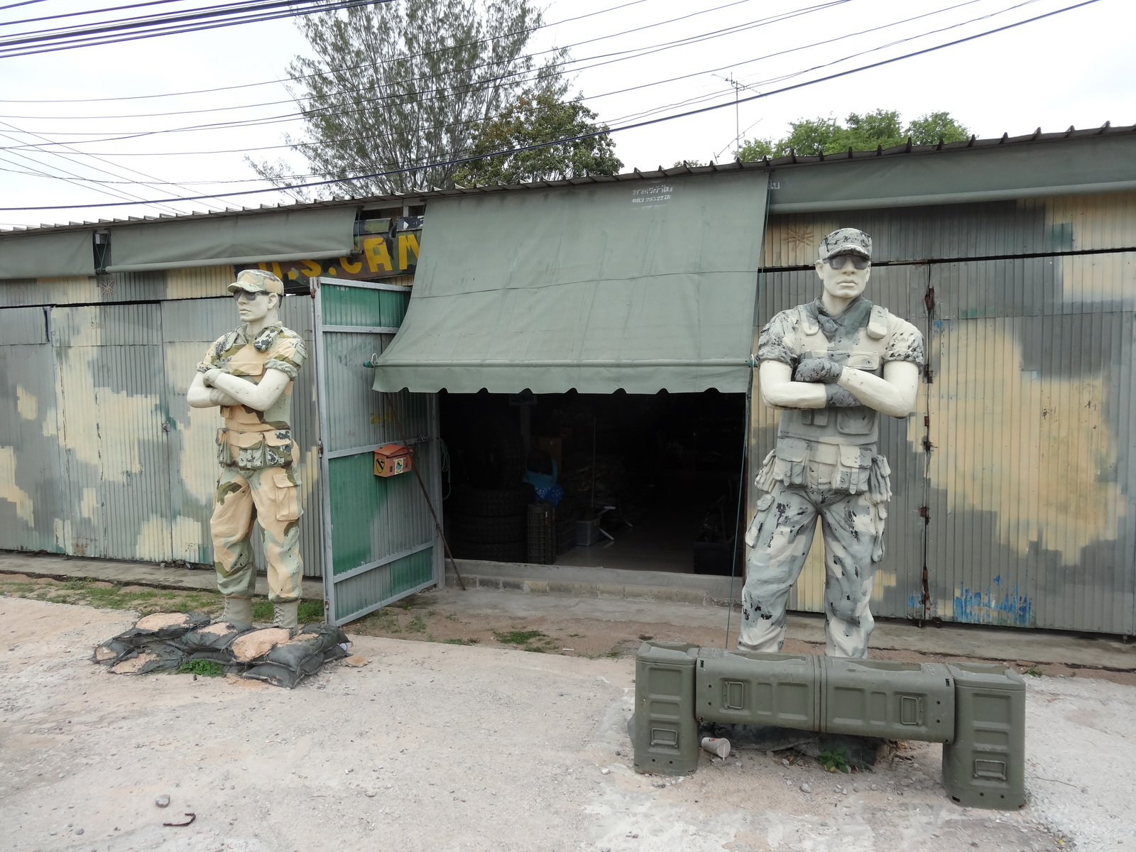 14 Army Shop 01