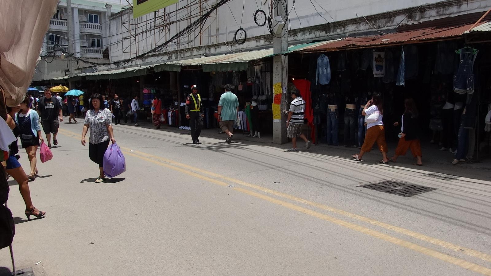 17 Buakhao Markt 06