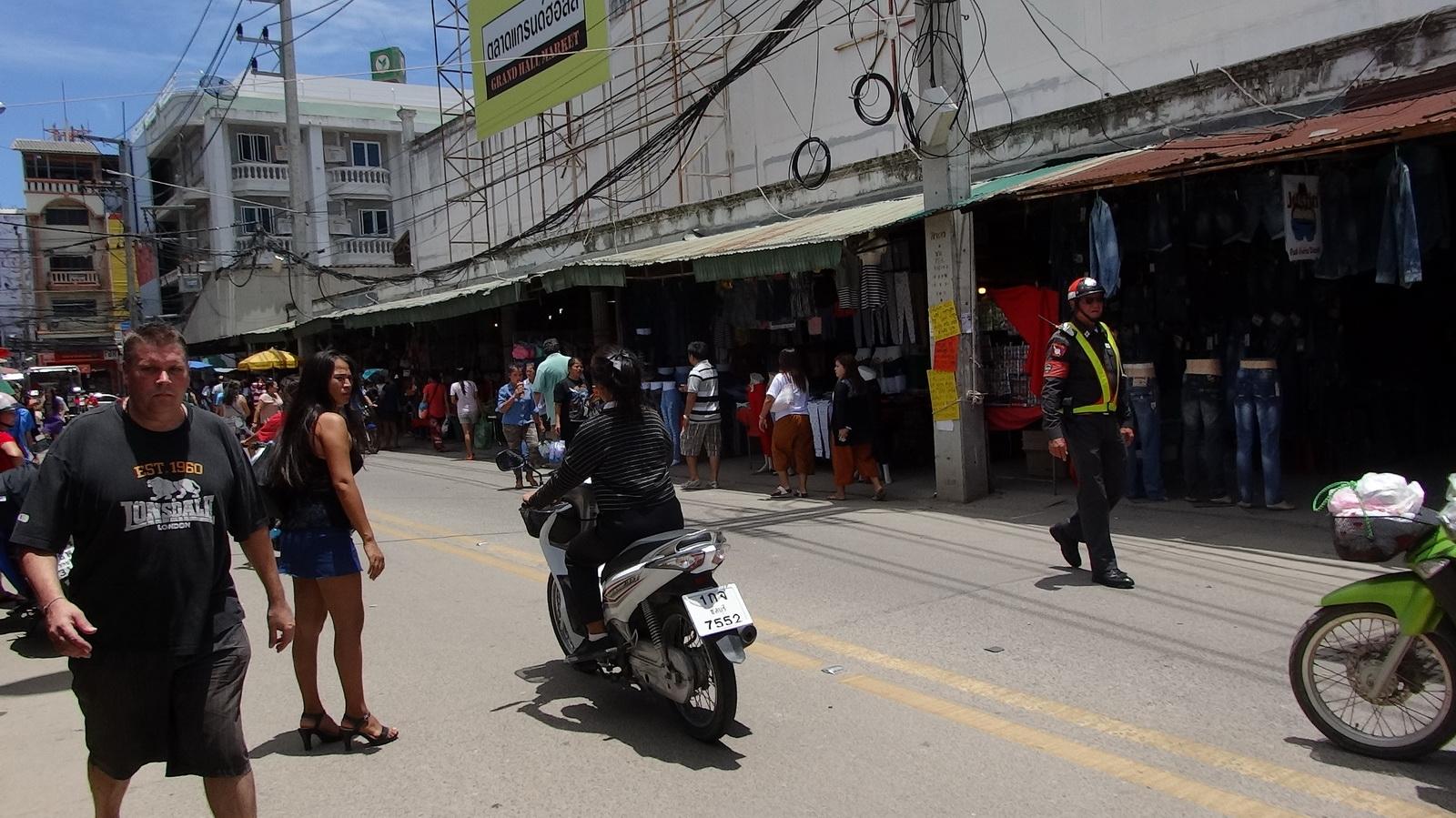 17 Buakhao Markt 07